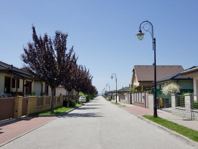Stromoradie na ulici v projekte