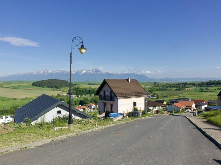 Výhľad na Tatry z ulice